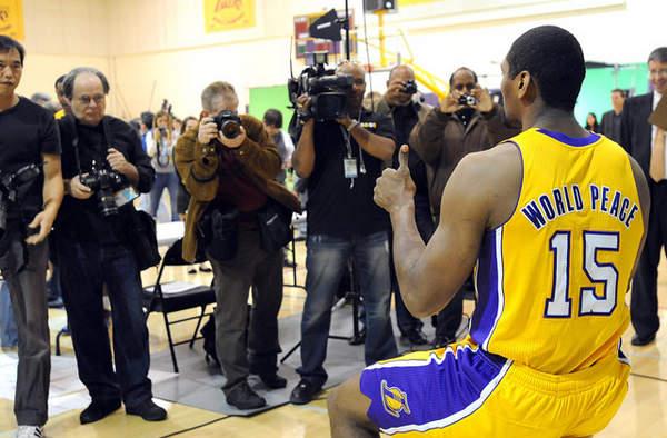 NBA新赛季马上就要正式开始了,各支球队的球员定妆照也陆续出炉图片