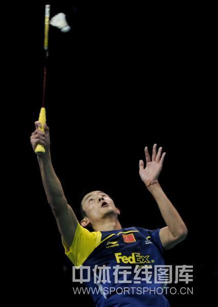 图文:林丹获总决赛男单冠军 谌龙防守高吊球