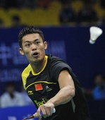 图文:羽联总决赛收官日 林丹比赛中专注