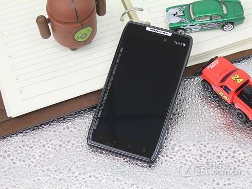图为:摩托罗拉XT910手机