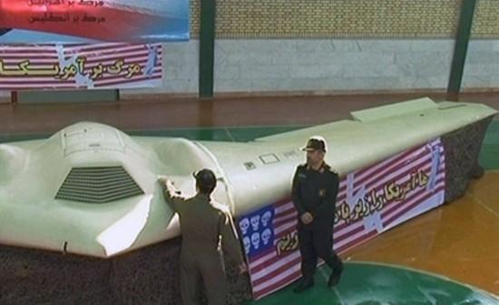 �Y料�D:伊朗展出�U�@美���[身RQ-170�o人�C。
