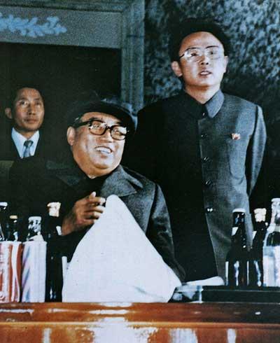 1980年,金正日与父亲金日成的合影