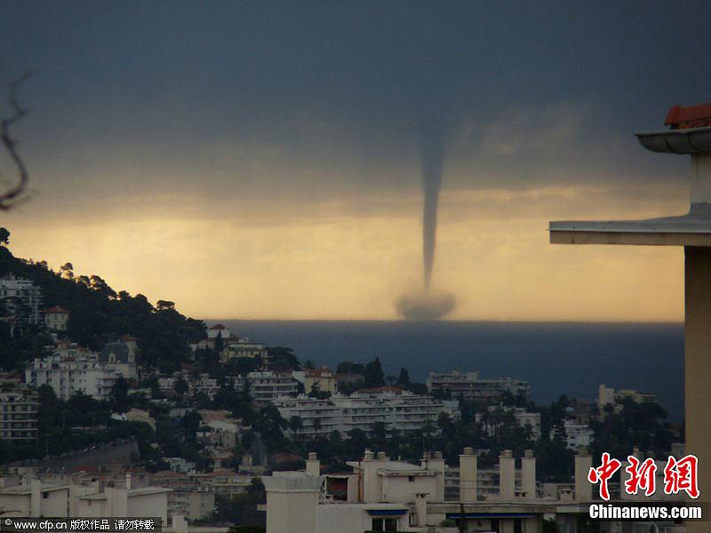 12月18日,法国南部卡普戴尔,壮观的海上龙卷风 CFP视觉中国