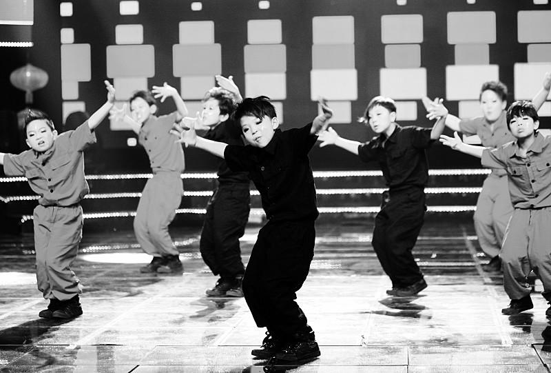 街舞表演_平遥小朋友表演街舞