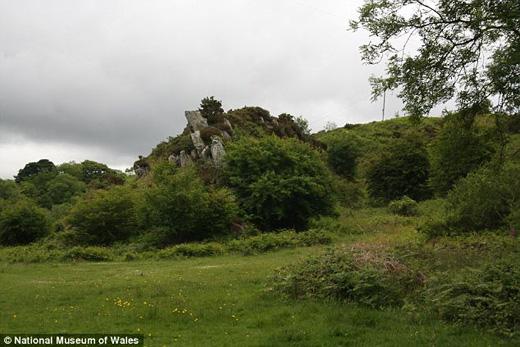 英国考古人员披露史前遗迹巨石阵系列谜团