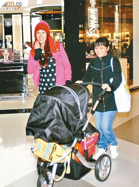 陈浩民太太蒋丽莎未坐满月便带女儿逛街狂扫货