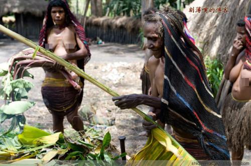 印尼部落女人断指哀悼死去亲人组图