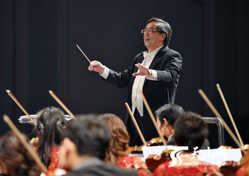 著名作曲家,指挥家,国家一级作曲努斯莱提·瓦吉丁在指挥中图片