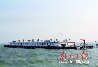 港珠澳大桥人工岛 施工有了 海上大本营