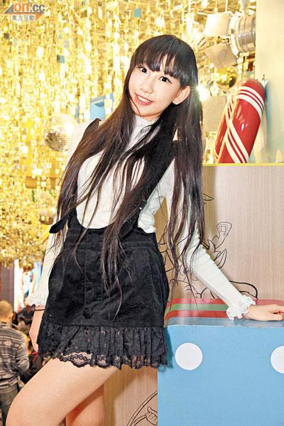 搜狐娱乐讯 据香港媒体报道,16岁学生嫩模谢芷蕙(cammi)与好姐妹