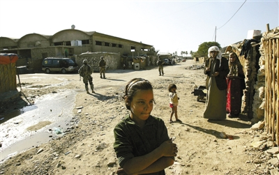 2006年11月24日,伊拉克首都巴格达,一些难民营里的伊拉克居民.