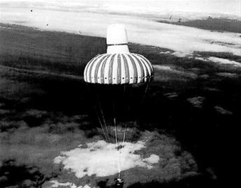 空降舱投放回地球的照片