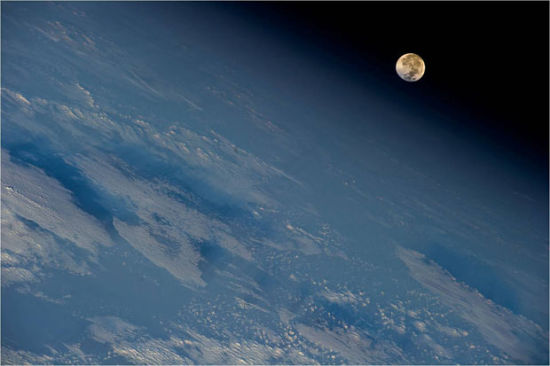 真实的月亮图片
