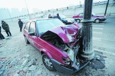交通事故后,当时直接离开了现场未报警,可以报保险吗?