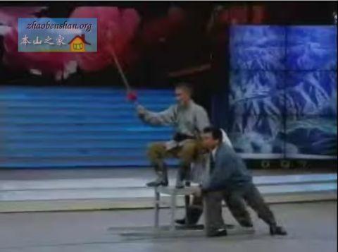 1996年央视春晚,小品《三鞭子》(赵本山,范伟,李海),获小品类二等奖.