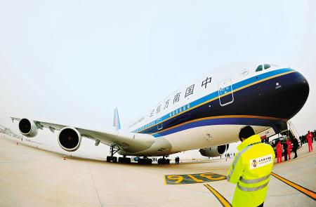空中客车工业公司研制生产的双层客舱四发550座级超大型远程宽体客机