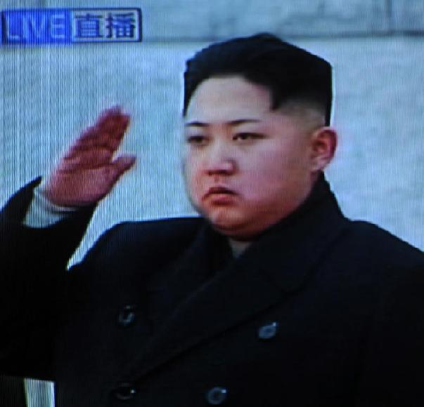 12月28日的电视画面显示,朝鲜劳动党中央军事委员会副委员长金正恩在朝鲜平壤锦绣宫出席金正日遗体告别仪式。新华社记者殷博古摄