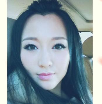 身为歌手和演员潘阳一直很低调平稳的发展,在私下里的她是位爱保养爱