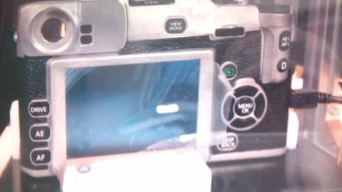 富士可换镜头小型数码相机新品谍照泄漏(背面图)