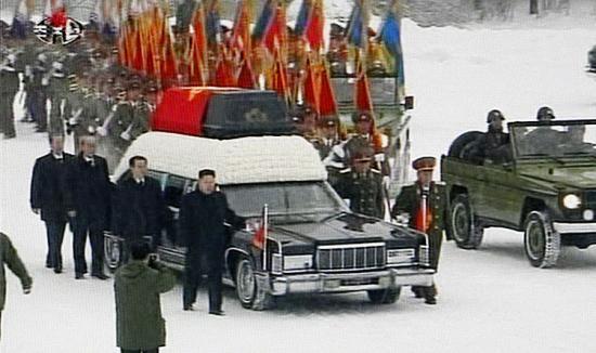 朝鲜最高领导人金正日遗体告别仪式28日在平壤举行。电视截图