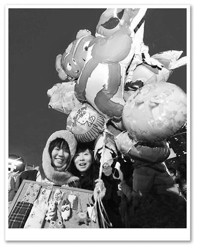 维多利亚公园花市上的两个女孩