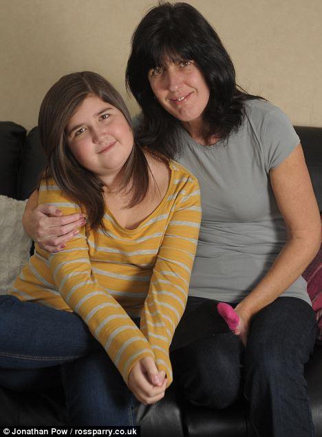 阿丽莎的母亲玛吉右称赞自己的女儿有着坚强不屈的性格。