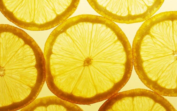 �:c_柠檬:柠檬富含维生素c,柠檬酸,苹果酸,高量钠元素和低量钾元素等,具