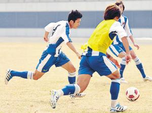 2011年的最后一练,深足球员都练得非常积极。