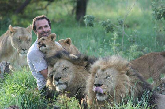 人与动物qovd_很佩服那些常年与动物打交道的动物学家,他们是真正走进了自然的人,就