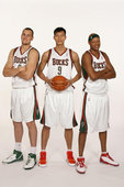 图文:[NBA]易建联加盟小牛 雄鹿三巨头