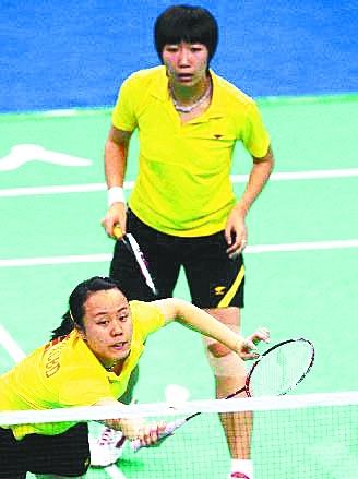 赵芸蕾(左)、王晓理