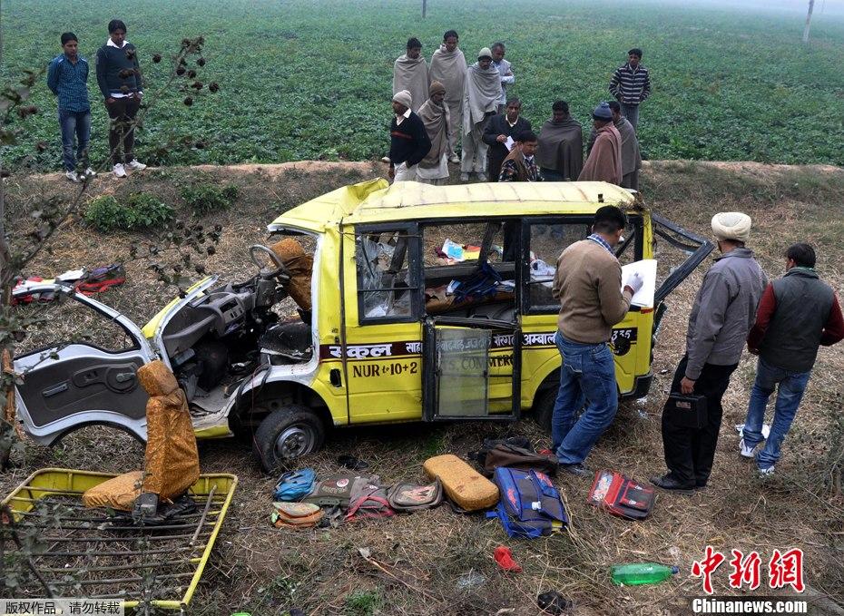 印校车事故30人死亡
