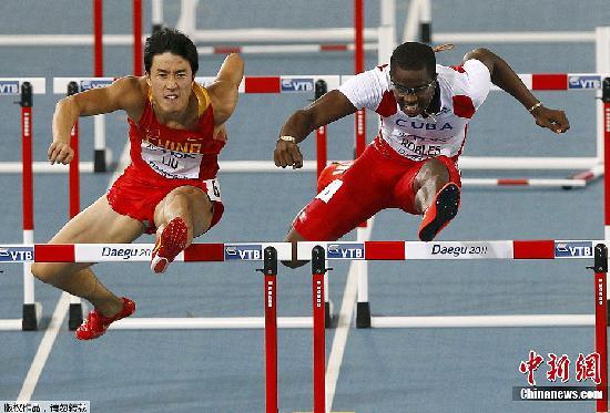 """8月29日,在刚刚结束的大邱田径世锦赛110米栏决赛中,""""中国飞人""""刘翔跑出了13秒27的成绩,夺得第二名。"""