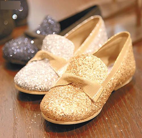 店内童鞋专区有pedro garca童装鞋出售。