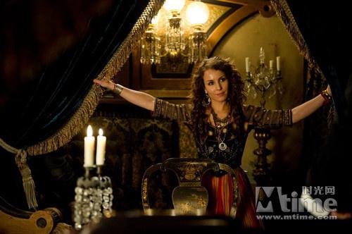 瑞典版《龙纹身的女孩》里的女主角劳米·拉佩斯则将成为本片的女一号