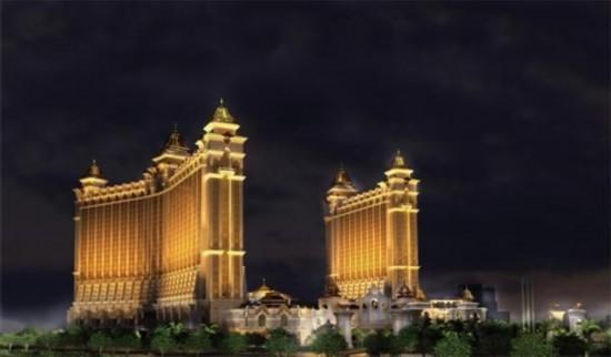 """集博彩、娱乐、度假于一身的""""澳门银河""""综合度假城正式开幕,度假城占地55万平方米,总投资额达155亿港元。"""