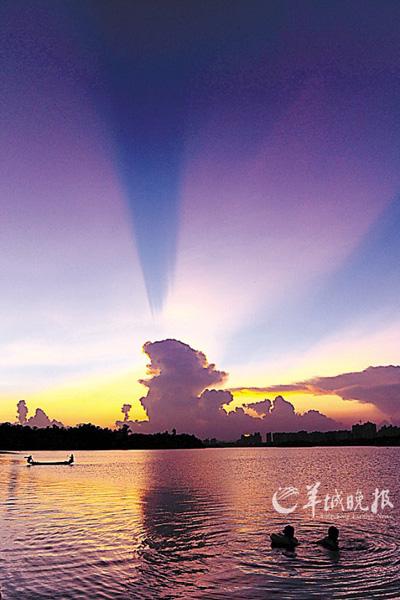 海南岛万泉河夕阳