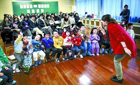 """上海市长宁实验幼儿园的小朋友在上"""""""