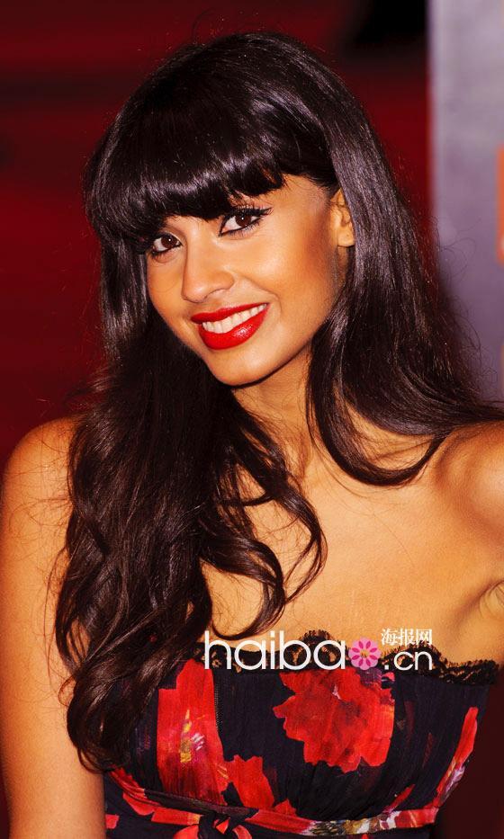 色亚洲色女_海报编编盘点一下2011年度欧美女明星们的各种色系红唇妆,从橘红,正红