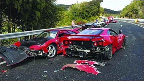 景:   .车祸现场场景惨烈,而驾驶者也将为此次车祸付出昂贵高清图片