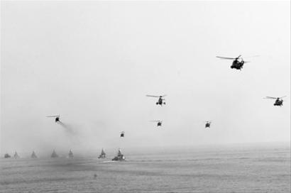 1月3日,伊朗在霍尔木兹海峡举行军演。