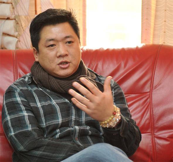 上海工程技术大学服装学院博士、副教授胡越