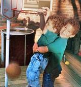 格里芬珍藏照:两岁就能扣篮 儿时最爱竟是棒球