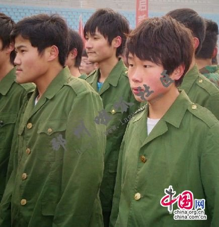 参加邳州市2012年元旦万人健身长跑的学生