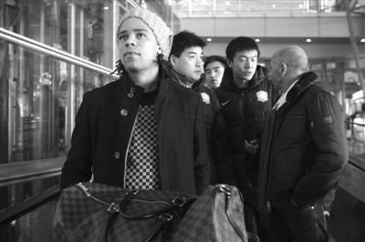 帕切科与爱将马努(左)一起空降北京。