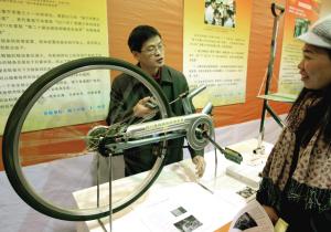 南宁市第三十一中的学生发明的自行车链条防脱落装置,曾经在2011年图片