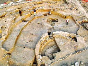 2. 约旦:   发现新石器时代人类聚居遗址   在约旦南部的费...