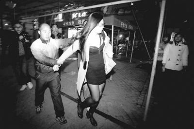 杭州东站站街妇女_东莞站街女图片展示_东莞站街女相关图片下载