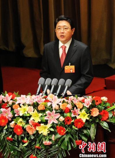 1月9日,甘肃省第十一届人大五次会议开幕。甘肃省省长刘伟平作政府工作报告。杨艳敏 摄