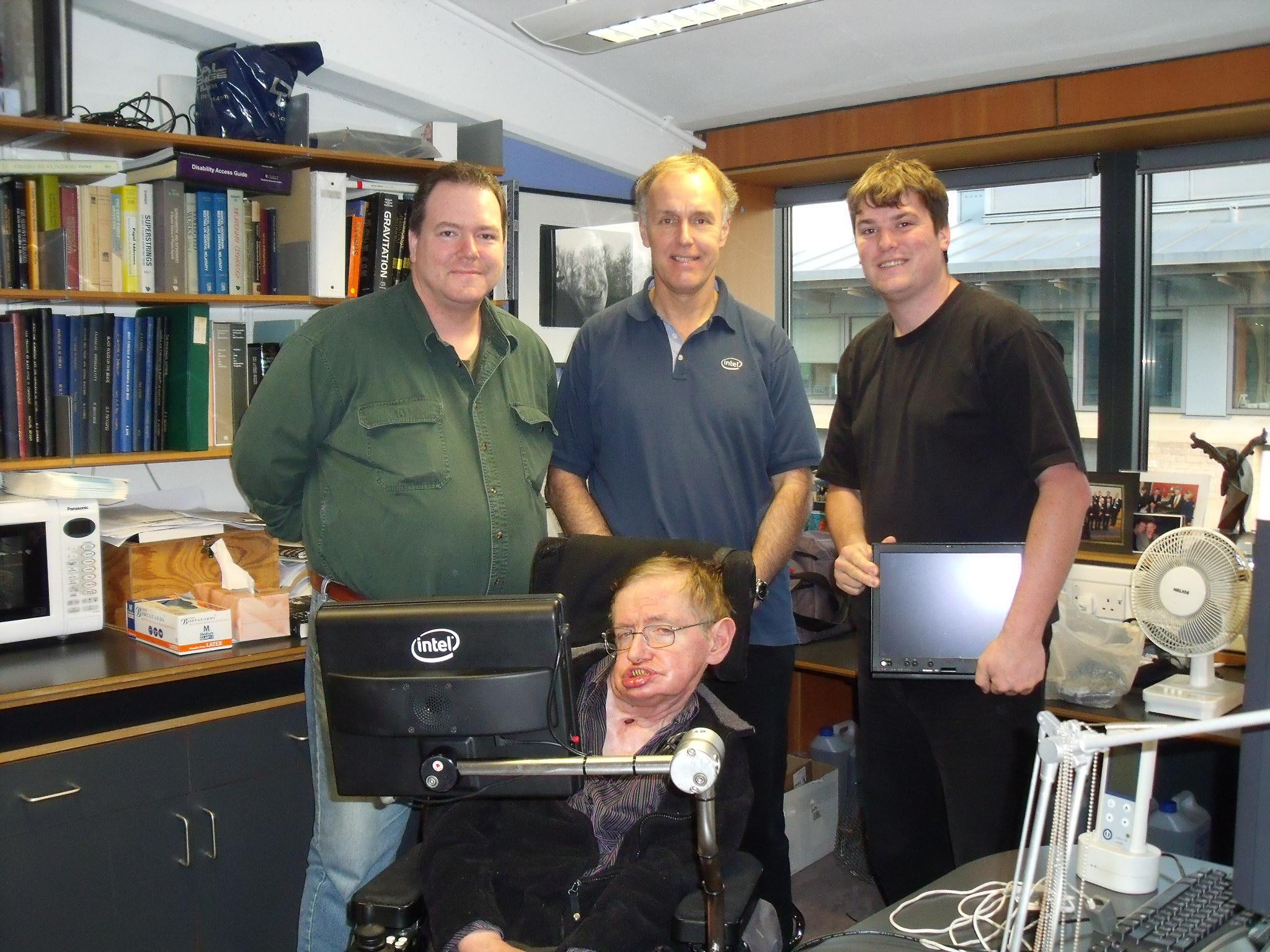 霍金�z`d�.�9.b_[图]斯蒂芬·霍金的新电脑